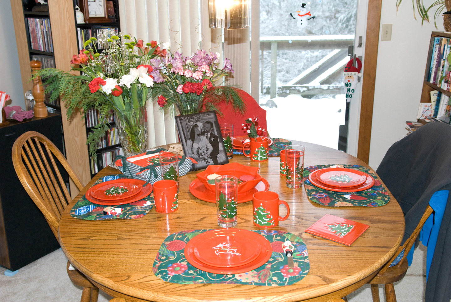Table with Christmas place settings